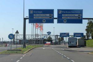 Veilig blijven op een parkeerplaats op de luchthaven